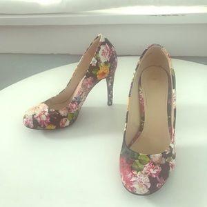 Size 7 1/2 Floral Heels